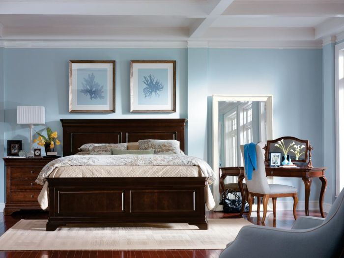 CI-Stanley-Furniture_blue-bedroom-frames_s4x3.jpg.rend.hgtvcom.1280.960